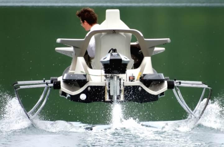Suyun üstünde uçarak giden elektrikli araç: Quadrofoil