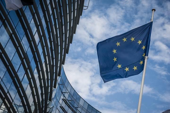 Avrupa Komisyonu'ndan sosyal medyaya son uyarı