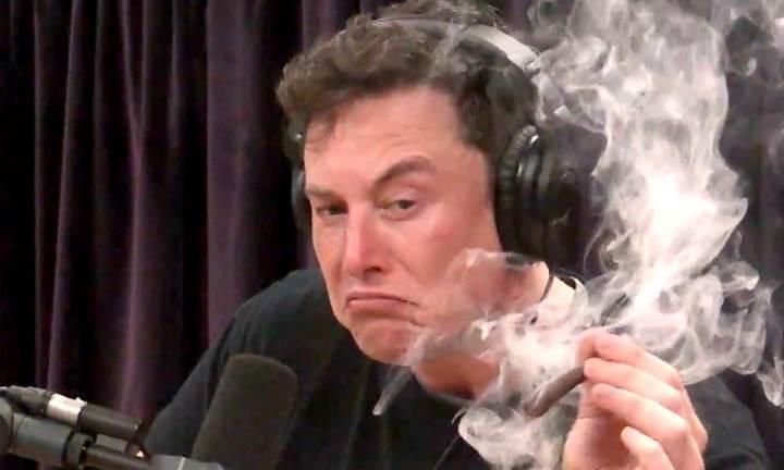 Balıkesir'den canlı yayında marihuana içen Elon Musk'a tepki geldi: Siparişler iptal!