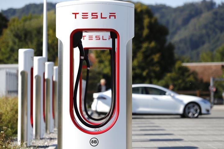 Tesla, Model S ve Model X için yeniden ücretsiz şarj imkanı sunuyor